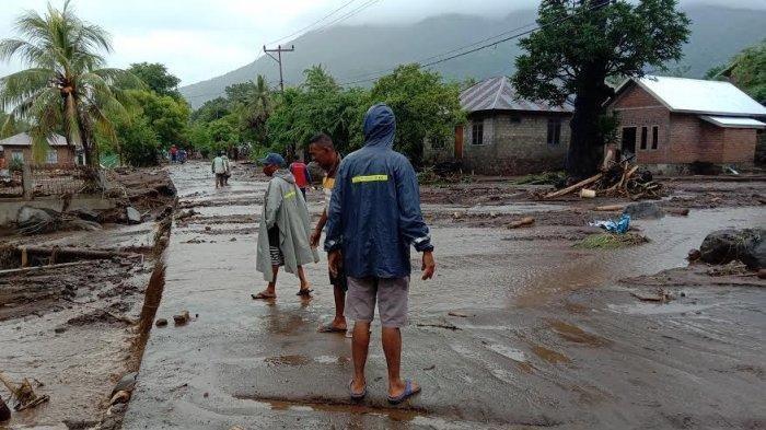 Banjir di Lembata, NTT: Jembatan Roboh, Akses Terputus, Puluhan Warga Dilaporkan Hilang
