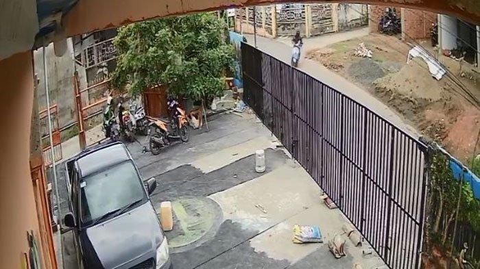 Video Detik-detik Seorang Anak Laki-laki Umur 4 Tahun di Palembang Diculik Saat Main di Depan Rumah