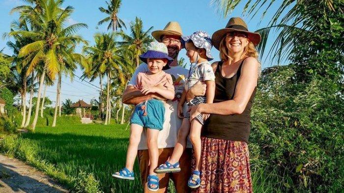 Keluarga Asal Inggris Ini Nekat 'Kabur' ke Bali di Tengah Pandemi Corona