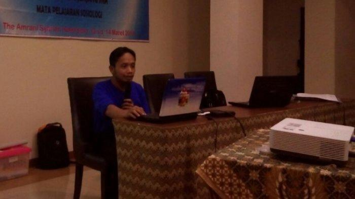 Kisah Perjuangan Guru di Tengah Pandemi Covid-19: Jadi 'Kurir' Antar Soal Ujian ke Rumah Siswa