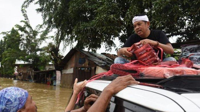 Salurkan Bantuan untuk Warga Korban Banjir, Dedi Mulyadi Tinggalkan Mobil Range Rover yang Tenggelam