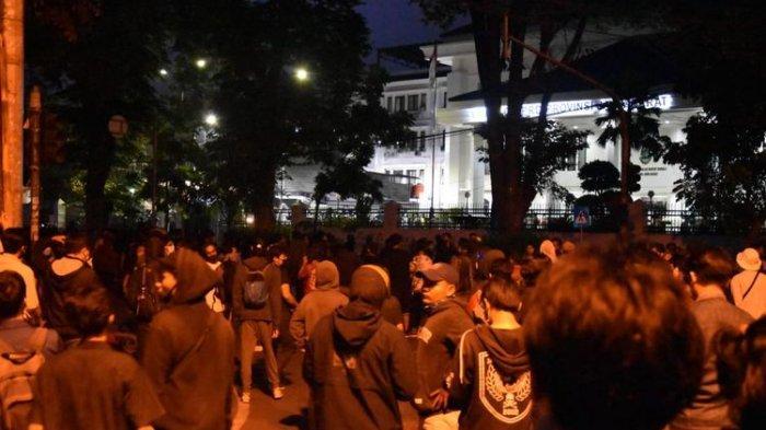 7 Fakta di Balik Kericuhan Unjuk Rasa Tolak UU Cipta Kerja di Bandung, Ada 10 Orang Ditangkap
