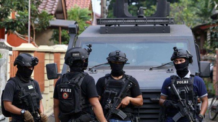 12 Terduga Teroris Ditangkap di Jawa Timur: Senjata Api Rakitan Disita, Terafiliasi dengan Al Qaeda