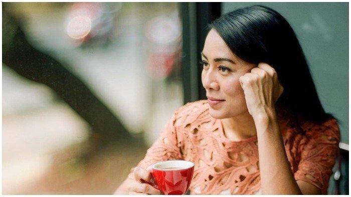 Chord Gitar Peluk - Dewi Lestari ft Rizky Alexa: Lepaskanku Segenap Jiwamu, tanpa Harus Ku Berdusta