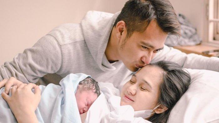 Selamat! Eza Gionio Umumkan Sang Istri Lahirkan Anak Kedua di Tanggal Cantik: 21-02-2021