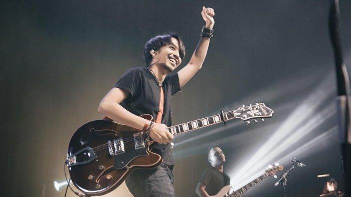 Chord Gitar Lagu April - Fiersa Besari: Saat Kau Terlalu Rapuh, Pundak Siapa yang Tersandar?