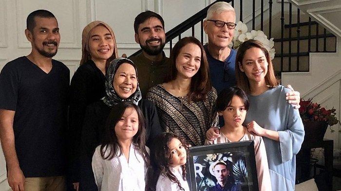 BCL Kirim Buket Bunga untuk Orangtua Ashraf yang Rayakan Ultah Pernikahan, Dida Sinclair: Miss You