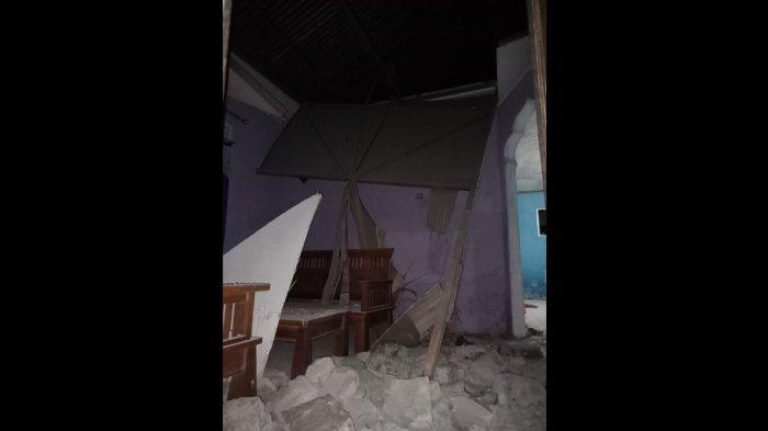 Foto kerusakan yang diakibatkan oleh gempa bumi dengan Magnitudo 5,2 yang mengguncang Halmahera Selatan pada Jumat (26/2), pukul 18.02 WIB.
