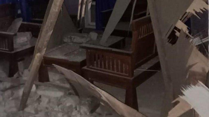Foto-foto Rumah Warga Roboh Pasca Gempa Bumi Magnitudo 5.2 Guncang Halmahera Selatan