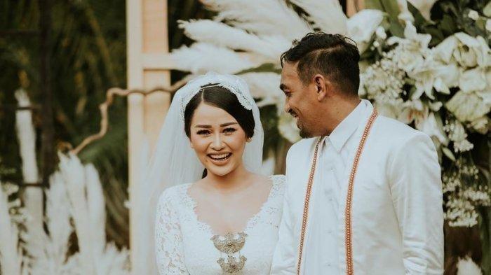 Glenn Fredly Meninggal, Mutia Ayu Sempat Unggah Foto Berpelukan: Tuhan Selalu Jaga Kami, I Love You