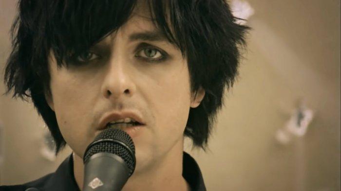 Lirik & Chord Gitar 21 Guns - Green Day: One, 21 Guns, Lay Down Your Arms Give Up The Fight
