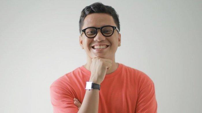 Intip Gaya Berkonsep Santai, Street Style Arief Muhammad Bawakan Brand Erigo di New York
