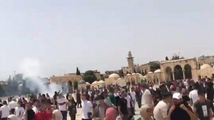 Belum Genap Sehari Gencatan Senjata, Israel Serang Warga Palestina yang Salat Jumat di Al Aqsa