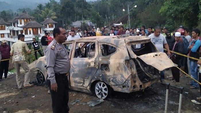 Ilustrasi - mobil terbakar