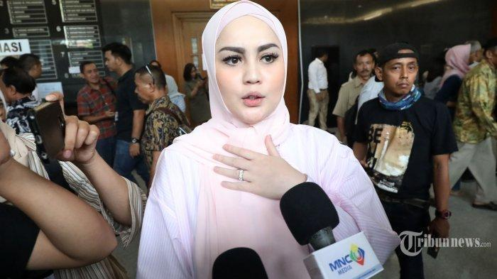 Digosipkan Jadi Istri Ketiga Almarhum Ustaz Jefri Al Buchori, Jennifer Dunn Ribut dengan Suami?