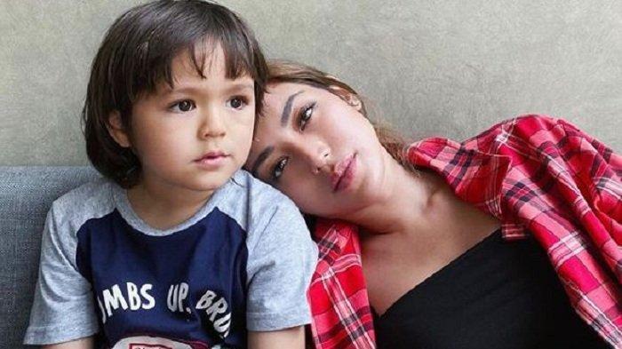 Putuskan untuk Cerita Soal Ayah El Barack, Jessica Iskandar Terkejut dengan Reaksi Sang Anak