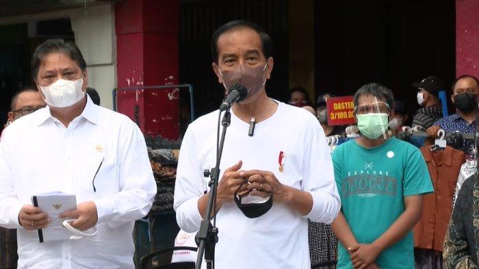 Resmi Salurkan Bantuan Tunai bagi PKL & Warung Kecil, Jokowi: Rp1,2 Juta Menurut Hitungan Kita Cukup