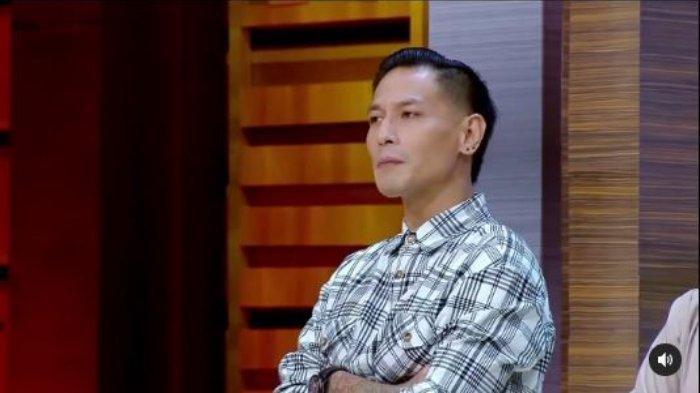 Selebriti Chef Juna Rorimpandey di galeri MasterChef Indonesia.