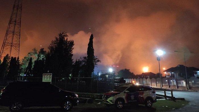 Kilang Minyak Pertamina di Balongan Indramaya Terbakar, Warga Sekitar Mengungsi