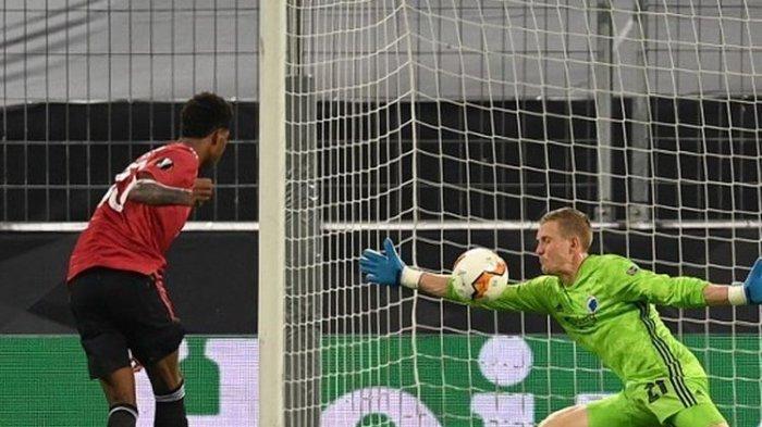 Sosok Karl-Johan Johnsson, Kiper Copenhagen Penyulit Langkah Man United yang Jadi Sorotan