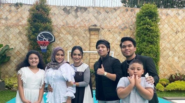 Foto-foto Kebersamaan Atta dan Aurel saat Buka Puasa Bareng Keluarga Krisdayanti