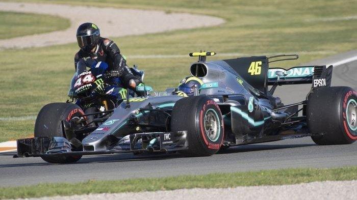 Begini Keseruan Valentino Rossi dan Lewis Hamilton Tukar Nasib, Ini Videonya
