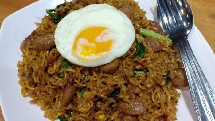Menu Sarapan Praktis buat Pencinta Nasi dan Mi Goreng, Ini Resep Masak Nasi Mawut Enak & Bikin Nagih