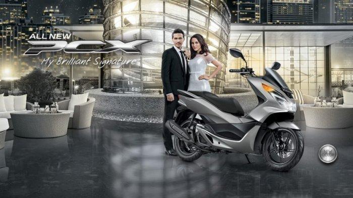Hadir dengan Warna Sophisticated Matte Silver, Cek Harga dan Spesifikasi Honda PCX 150 Terbaru Ini