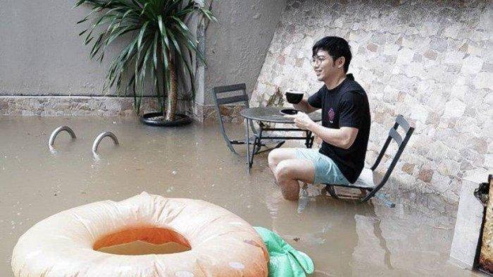 Rumahnya Kebanjiran Dua Kali di Awal Tahun 2021, Nicky Tirta: Dinikmatin Aja Sambil Ngopi