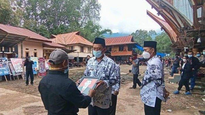 Guru Yonathan Tewas Ditembak KKB Papua, PGRI Toraja Utara Beri Penghormatan Terakhir
