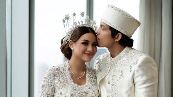 Aurel Hermansyah dan Atta Halilintar resmi menikah di Hotel Raffles, Setiabudi, Jakarta Selatan pada Sabtu (3/4/2021).