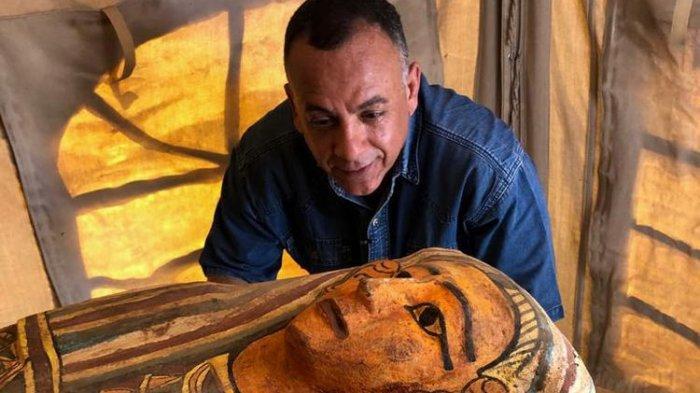 Begini Bentuk Satu dari Empat Belas Peti Mati Kuno Berusia 2.500 Tahun yang Ditemukan di Mesir