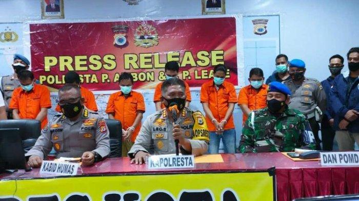 Dua Oknum Polisi Diduga Jual Senjata pada KKB Papua: Ancaman Hukuman Mati dan Tanggapan DPR