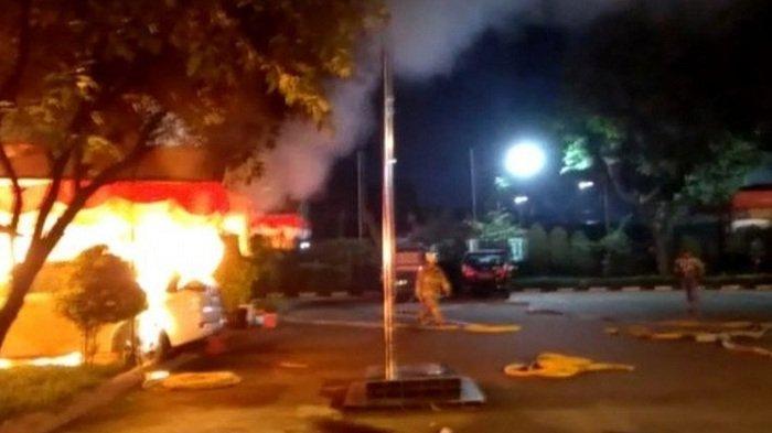 Penyerangan Polsek Ciracas: Mobil dan Area Parkir Dibakar, Pelaku Diduga Sekitar 100 Orang