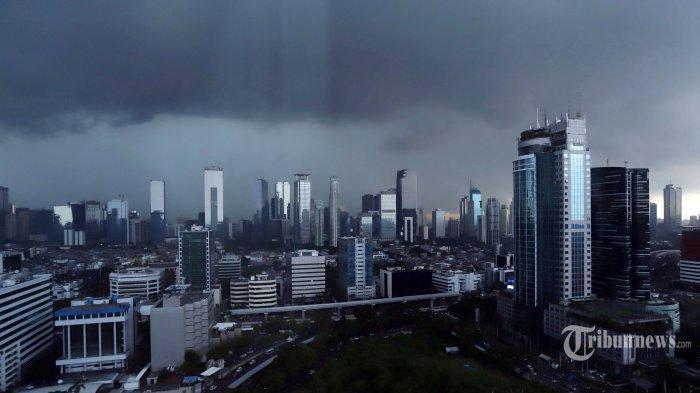 Peringatan Dini Cuaca Ekstrem Minggu (29/11/2020): 21 Wilayah Berpotensi Hujan Petir & Angin Kencang