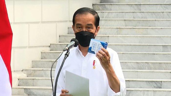Blusukan di Sunter Agung, Joko Widodo Bagikan Paket Sembako dan Obat-obatan Gratis untuk Warga