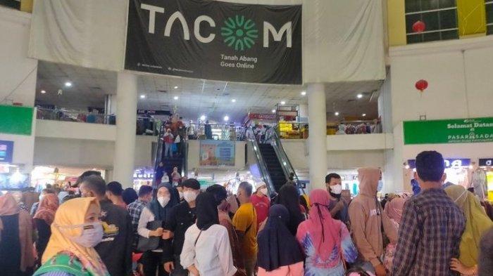 Foto Kerumunan Pengunjung di Pasar Tanah Abang, Jaga Jarak Diabaikan, 200 Persen Lebih Kapasitas