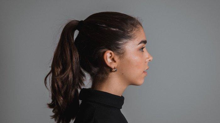 Hindari! Ini 6 Hal yang jadi Penyebab Rambut Rontok, Tidak Sarapan hingga Terlalu Sering Menyisir
