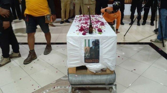 Viral Anggota DPRD Bantul Samakan Pemakaman Covid-19 seperti Anjing, Diprotes & Dapat Keranda Mayat