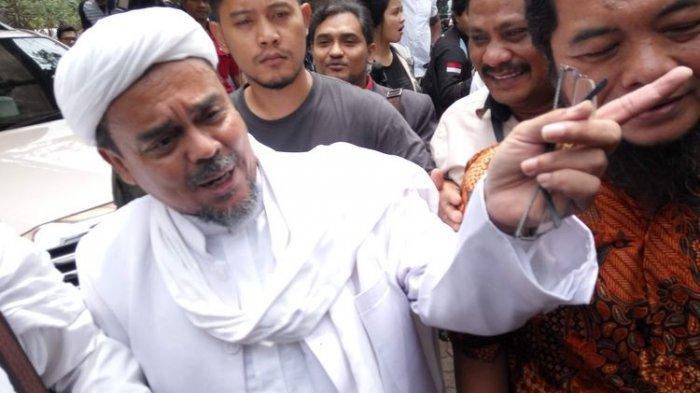 Telah Tiba di Tanah Air, Rizieq Shihab Disambut Ribuan Orang di Bandara Soekarno-Hatta