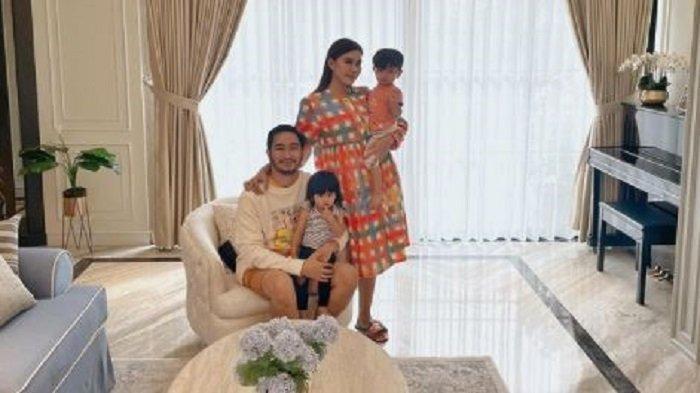 Intip Sudut Rumah Baru Syahnaz dan Jeje, Berkonsep Modern Klasik hingga Kolam Renang Ala Bali