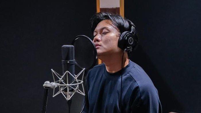 Lirik Lagu dan Chord Kunci Gitar Makna Cinta - Rizky Febian: Denganmu Ku Mengerti Arti Cinta