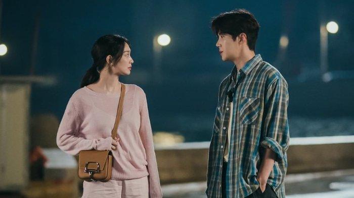 Spoiler Drama Korea Hometown Cha-Cha-Cha Episode 5, Hye Jin Pertanyakan Perasaan Doo Shik?