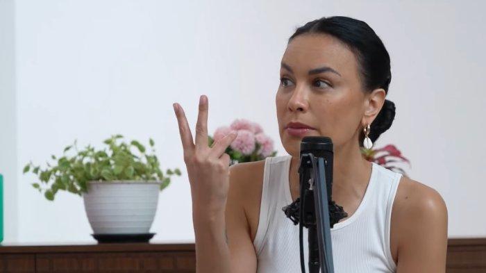 Sophia Latjuba memilih untuk tinggal nomaden karena menurutnya harga rumah di Jakarta terlalu mahal.