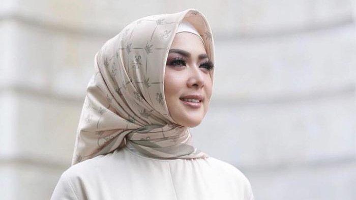 Sudah Khatam Alquran Pertama di Bulan Ramadhan 2021, Syahrini Ingin Khatam untuk Kedua Kalinya