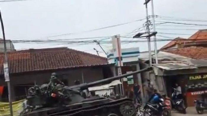 Gegara Hilang Kendali, Tank TNI Tabrak Gerobak dan 4 Motor di Bandung Barat