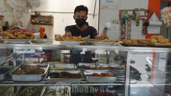 Kini, Makan di Warung dan Restoran Wajib Tunjukkan Bukti Sudah Vaksin Covid-19