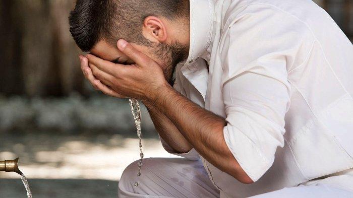 Apa Hukum Berkumur dalam Berwudhu Saat Menjalankan Ibadah Puasa Ramadhan?
