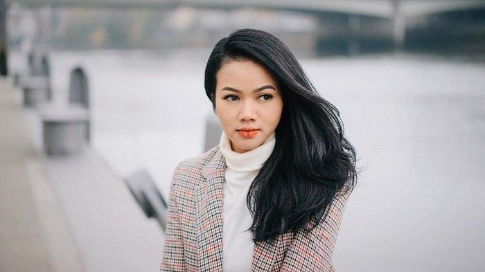 Lirik Lagu dan Chord Kunci Gitar Tenang - Yura Yunita: Tenang yang Tak Kunjung Datang