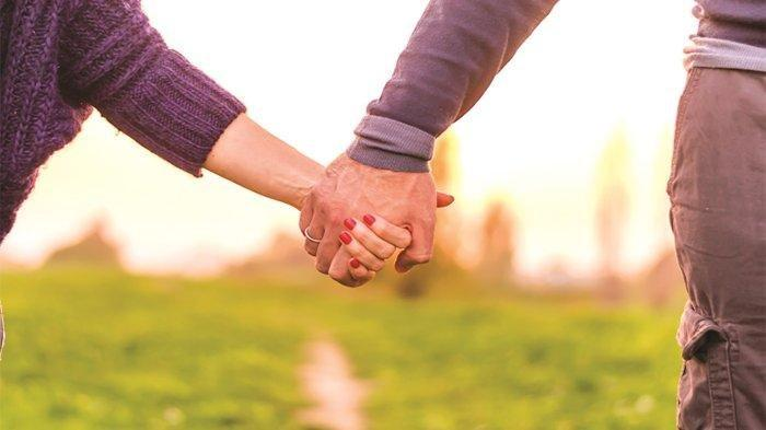 Ramalan Zodiak Cinta Hari Ini Sabtu, 1 Mei 2021: Capricorn, Cobalah Lebih Dekat dengan Pasanganmu